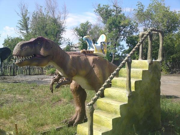 Динозавр для катания (01.04.2013)