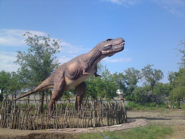 Динозавр-хищник (01.04.2013)