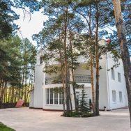 Усадьба Еловое в Абзаково, отель в Абзаково